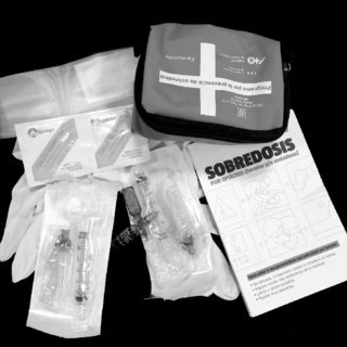 Naloxone-kit_Q320.jpg